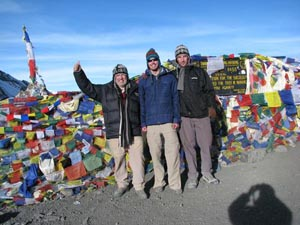 Aussie/American relations being conducted at 18,000 feet along the Annapurna Circuit